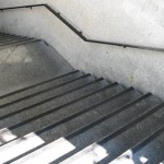 Dworzec Główny Kraków 2 - pasy antypoślizgowe na schody