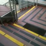 Kopalnia Soli Wieliczka 4 - oznakowanie schodów, antypoślizgowe pasy