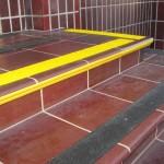 Kopalnia Soli Wieliczka 5 - oznakowanie schodów, antypoślizgowe