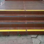 Kopalnia Soli Wieliczka 6 - zabezpieczenie schodów, podestu - pasy antypoślizgowe