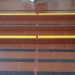 Kopalnia Soli Wieliczka 7 - oznakowanie schodów, pasy antypoślizgowe