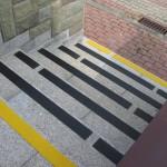 Ośrodek Sportowy - Kościelisko-Zakopane - oznakowanie antypoślizgowe schodów