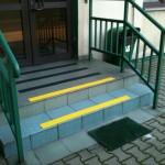 WKU - Oświęcim - 1 - oznakowanie antypoślizgowe schodów