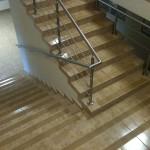 Zarząd Infrastruktury Kraków-Balice - zabezpieczenie schodów przed poślizgiem