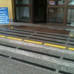 Zarząd Infrastruktury Kraków-Balice 2 - oznakowanie schodów