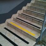 Zarząd Inrastruktury Kraków - ul. Mogilska - oznakowanie schodów - pasy antypoślizgowe